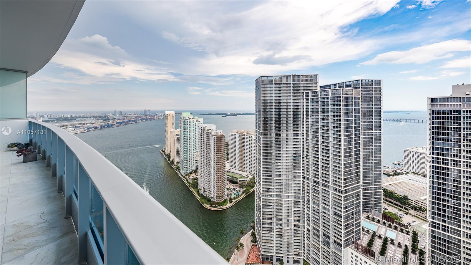 The Epic is located at the epicenter of Brickell world-class shopping, dining and the best entertain