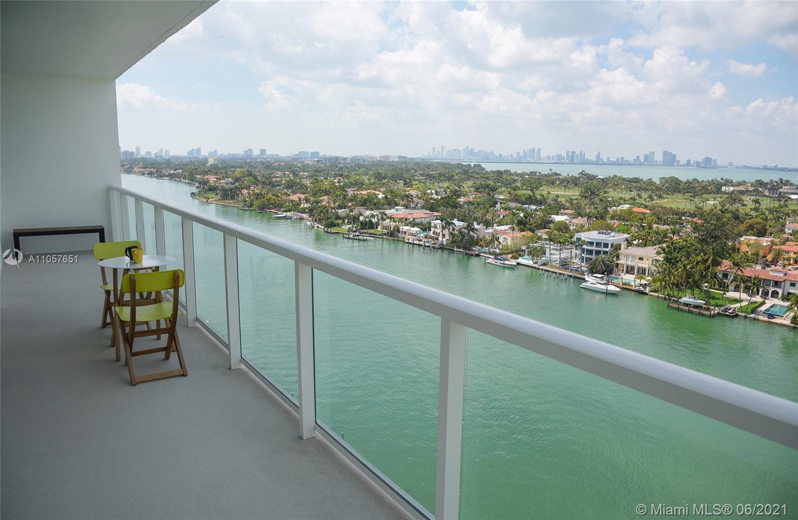 Great Condo completely renovated, spectacular views of Biscayne Bay and Downtown, 2 Large bedrooms,