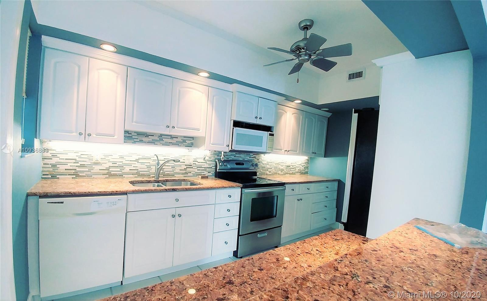 Amazing intracoastal water view!! Charming, naturally well-lit 2 bedroom 2 bathroom apartment with w