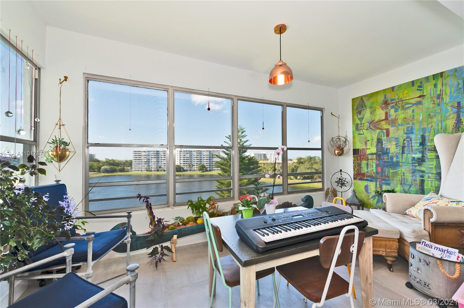 BEAUTIFUL AND COMPLETELY REMODELED 3 BEDS/2 BATHS CORNER PENT-HOUSE UNIT IN WELL MAINTAINED PALM AIR