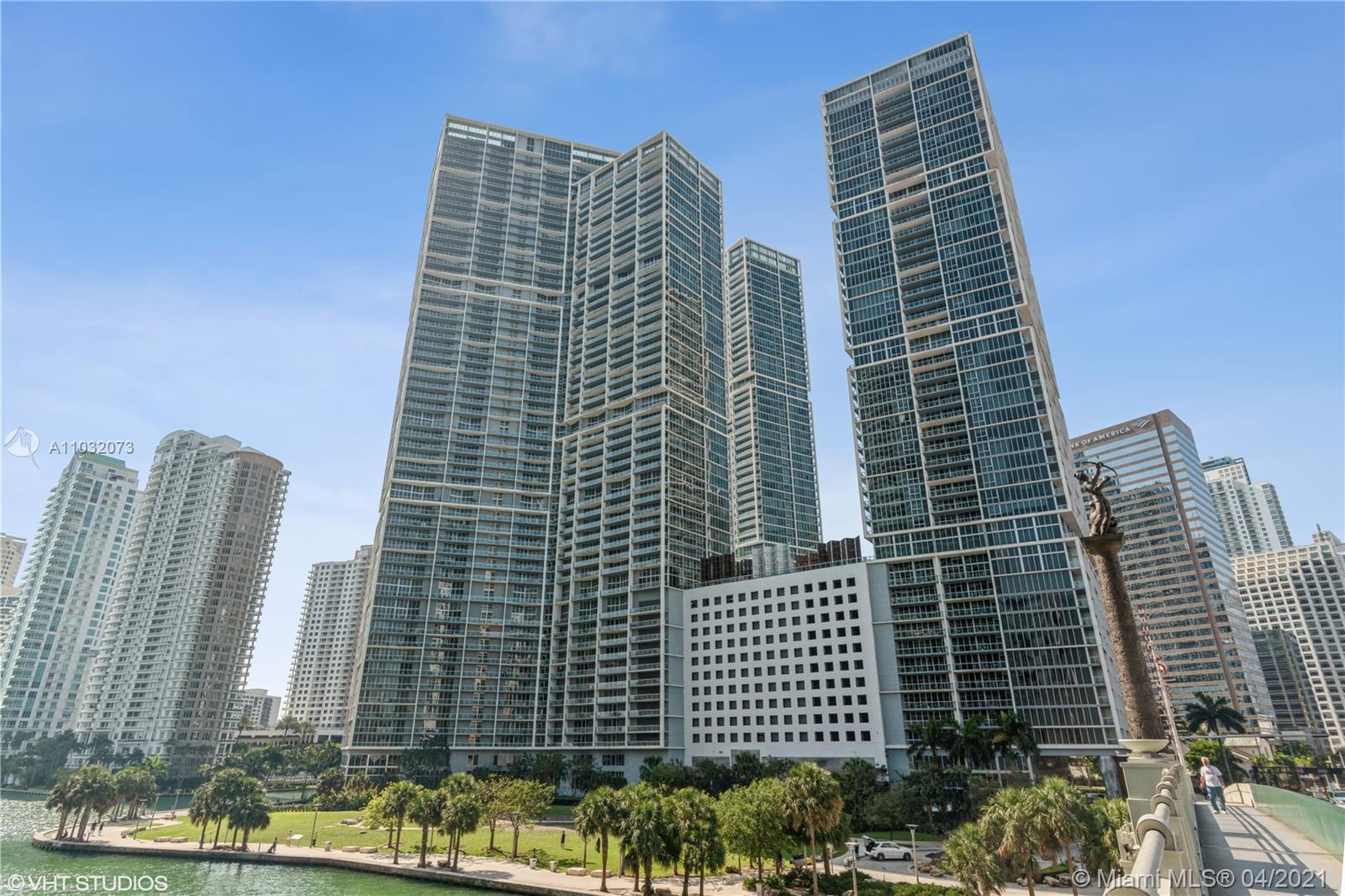 Direct water views from this high floor unit! Spacious 1 bed and 1 bath with balcony overlooking the