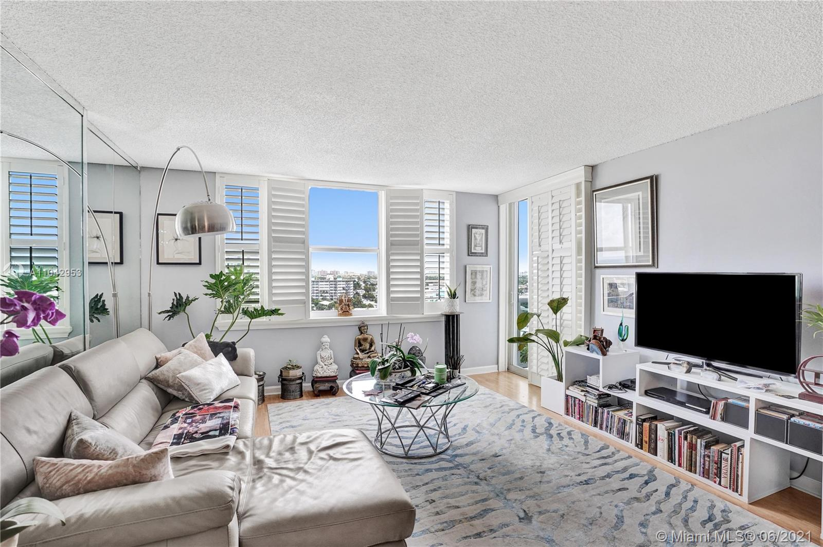 Steps from sands of Lauderdale Beach, minutes from Las Olas, Wilton Manors & Lauderdale By The Sea &