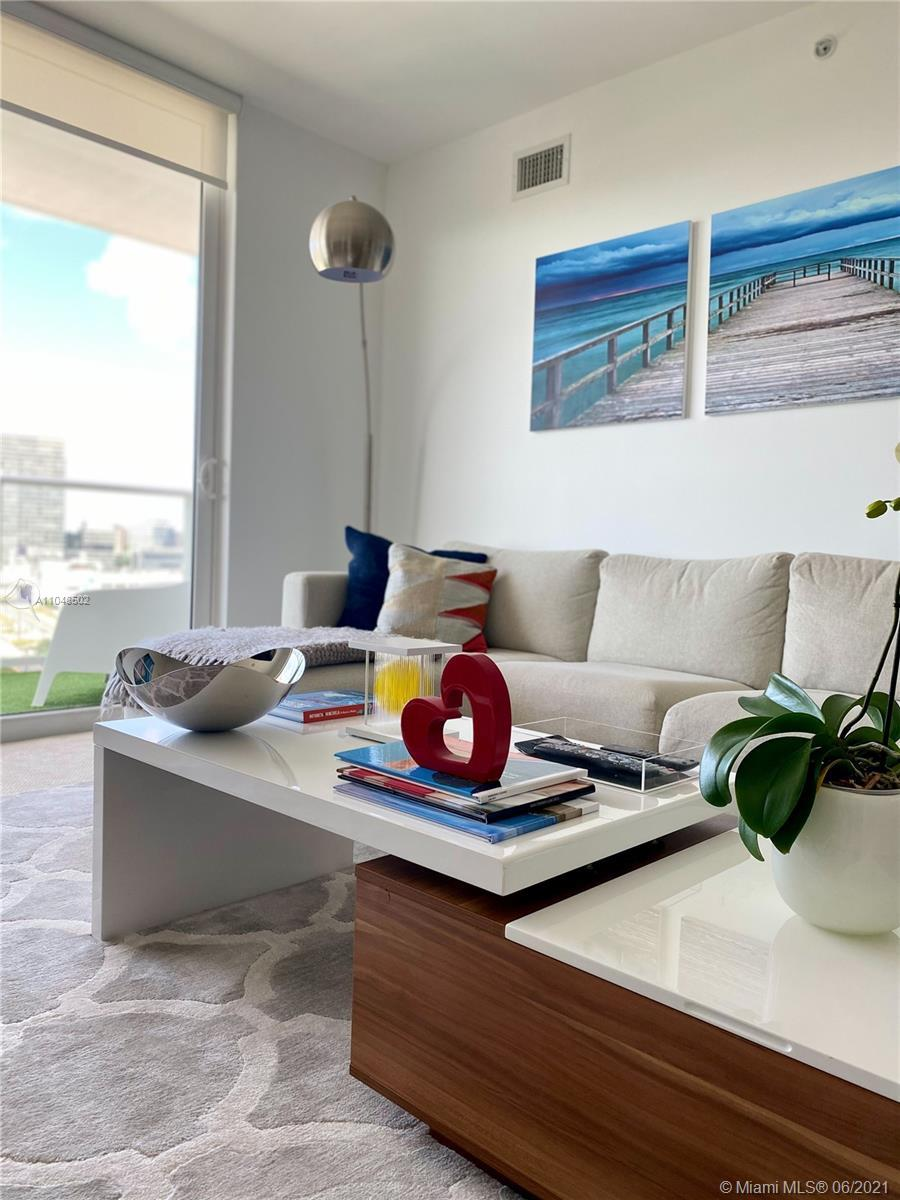 Looking for a mint apartment? Take a look at this beautiful 2bed / 2bath unit, with breathtaking vie