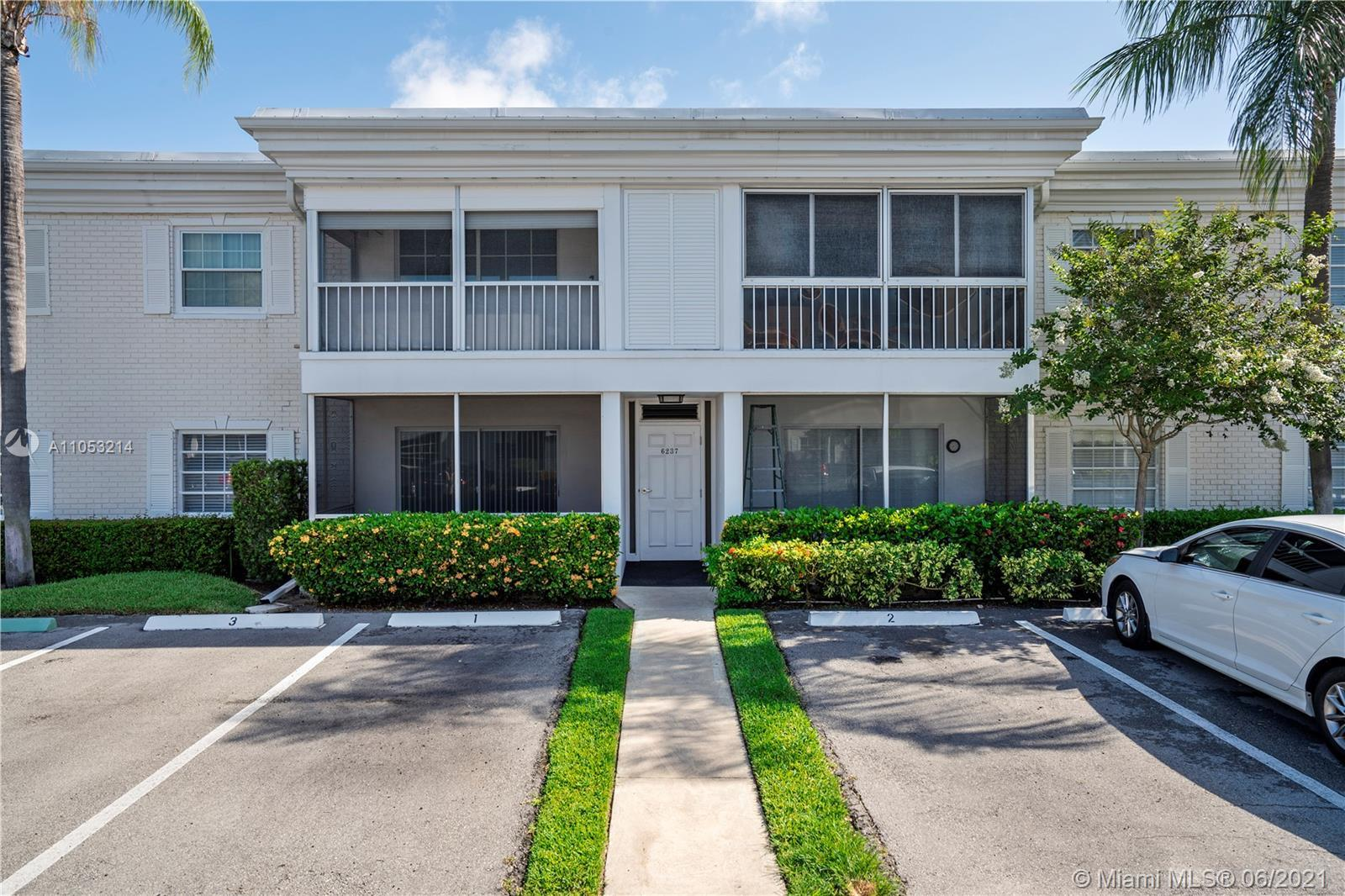 Bay Colony Club's newest offering! This 2 bedroom, 2 bathroom is the perfect place to call home. Fre