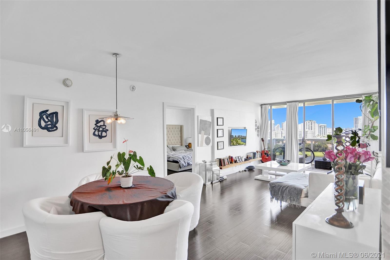 Immaculate 19th Floor Corner-Unit with Breathtaking views of Golf Course, Ocean, and Miami High-Rise