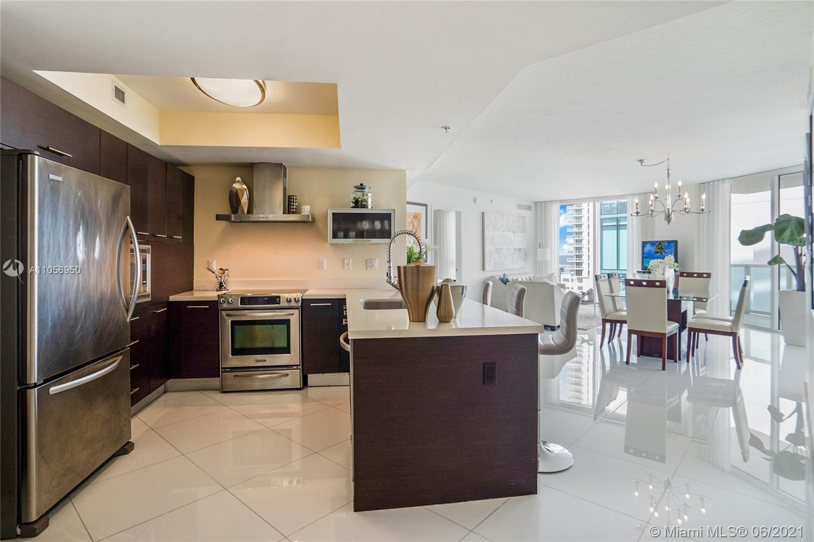 Beautiful and available immediately! Faces east with views to the south and north. Features white po