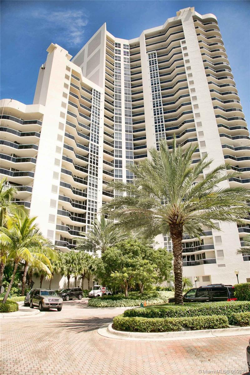Beautiful High Rise Condo, right on the Ocean, listen to the waves, marble floors, 2 large balconies