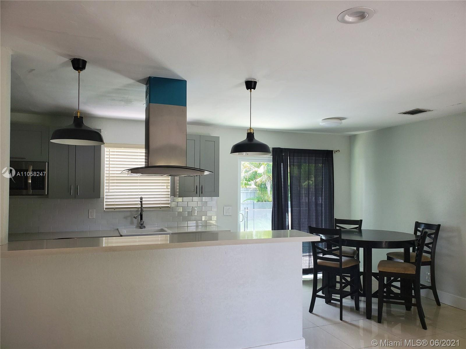 Bring your clients to see this beautiful house, 3 bedrooms 2 bathrooms, with pool and beautiful pati