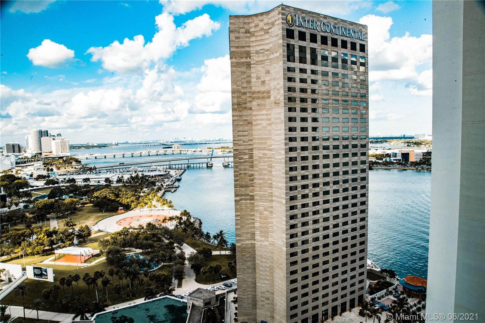 Gorgeous 2 bedroom apartment at One Miami Condominium in Downtown Miami. Apartment has been painted