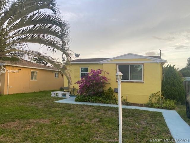 Great opportunity to buy this lovely single family home in East Hollywood. 3 miles to beach. Easy ac