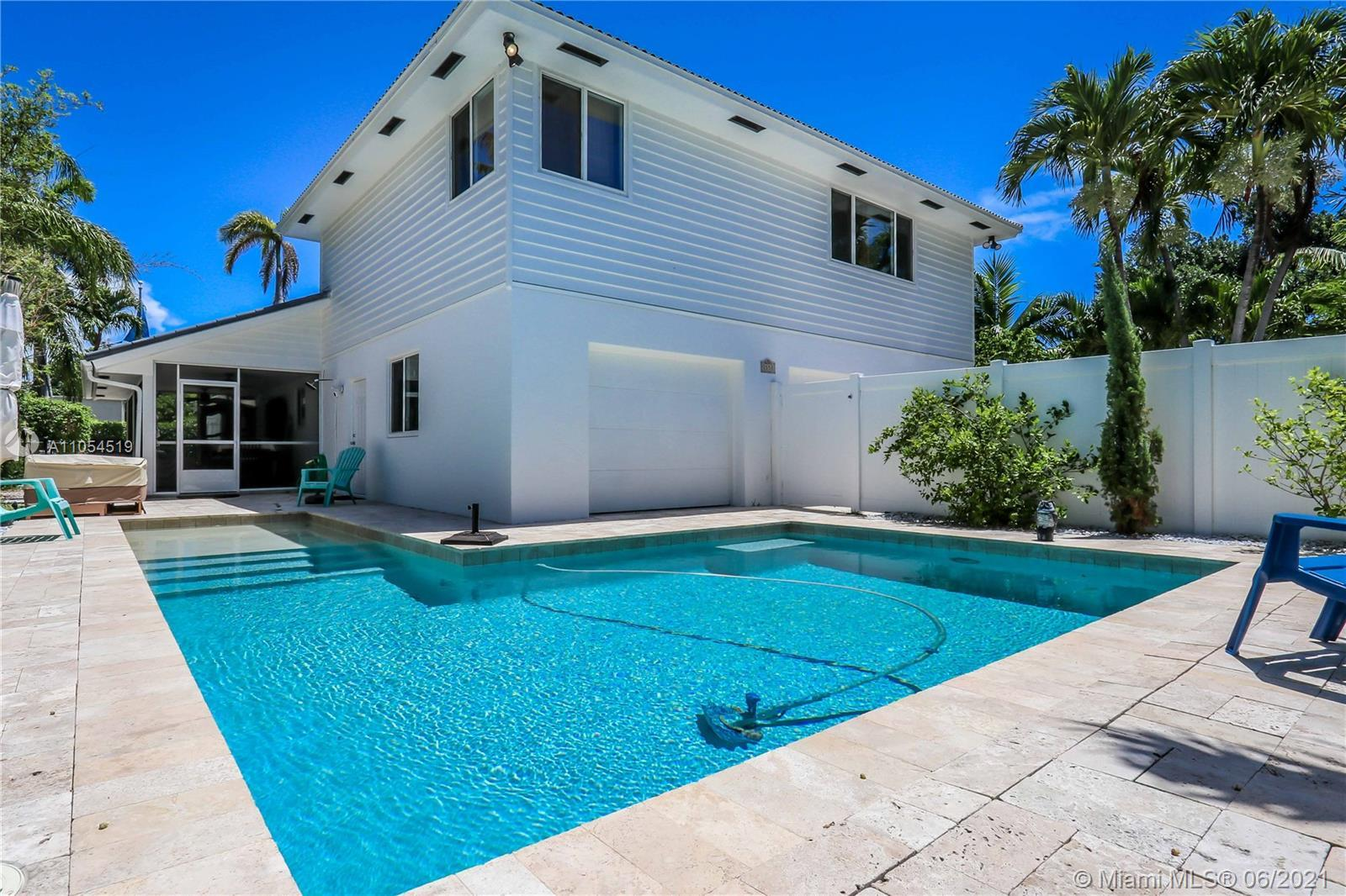 Unique 3bd / 2ba in the heart of Hollywood Lakes! Open floor plan with vaulted ceilings ~ This 2 flo