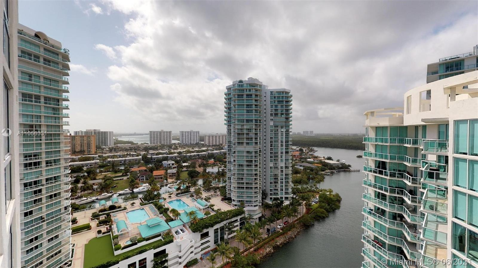 Stunning 4 bedroom/ 4.5 bathroom Penthouse in the heart of Sunny Isles! Enjoy the spectacular views