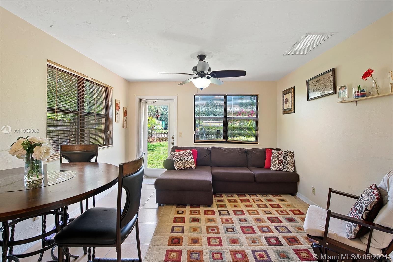 AMAZING 2 BEDROOM, 1 BATH SINGLE FAMILY HOME IN BEAUTIFUL JEROME ACRES NEIGHBORHOOD. HUGE YARD! GREA