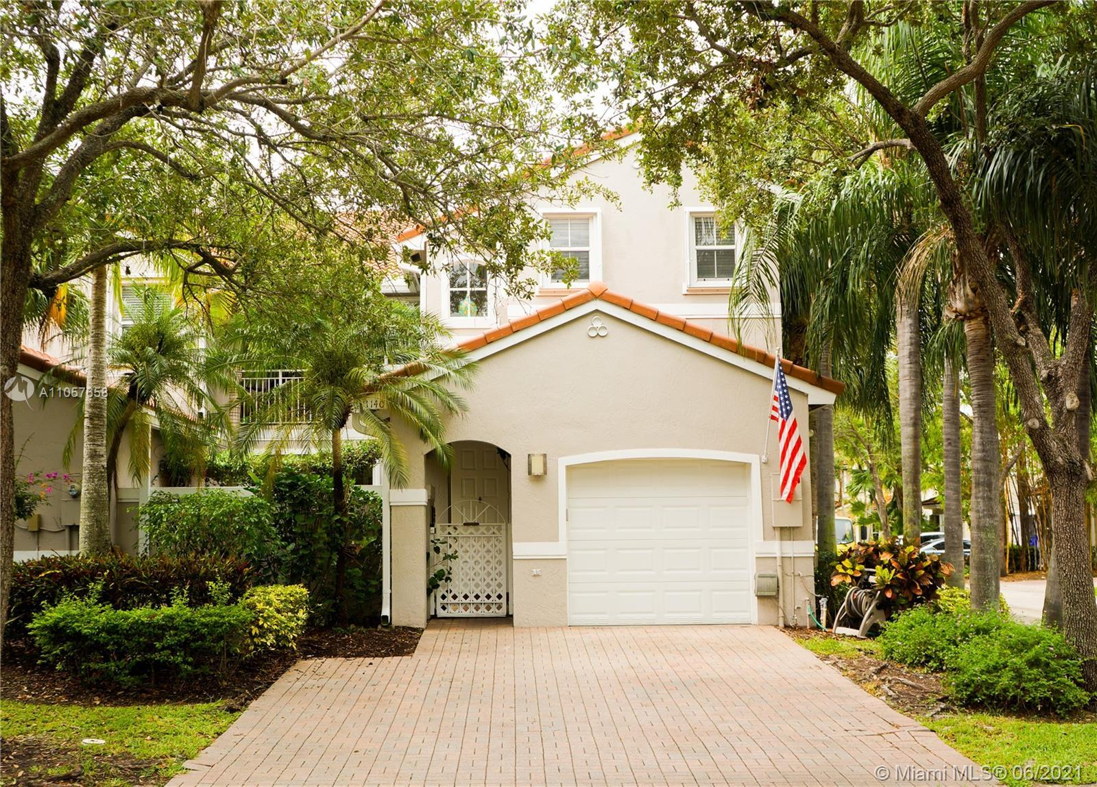 Freshly remodeled, romantic  1748 sq ft, 3 Bedroom, 2 Bath Townhouse, with a beautiful, large  patio
