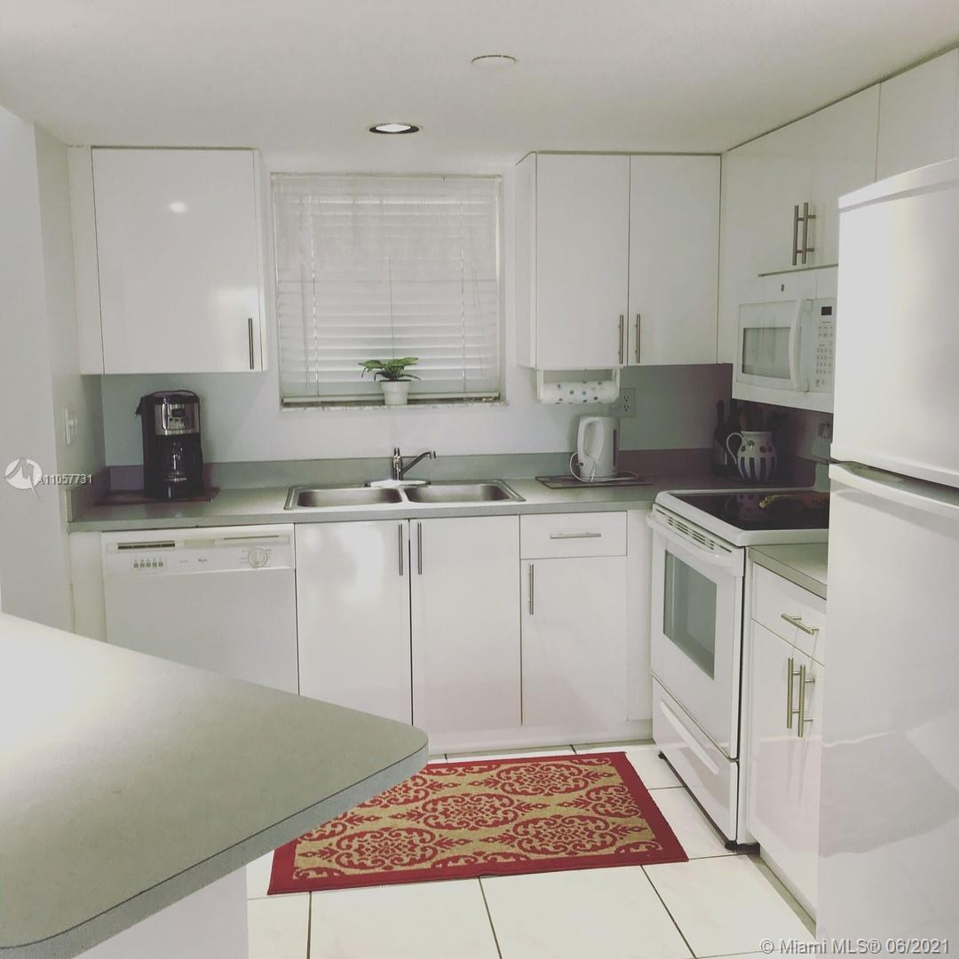 EXELENT CONDO FOR INVESTORS NO RESTRICCION TO RENT YOU CAN RENT INMEDITLY  ONE BLOCK TO THE BEACH O