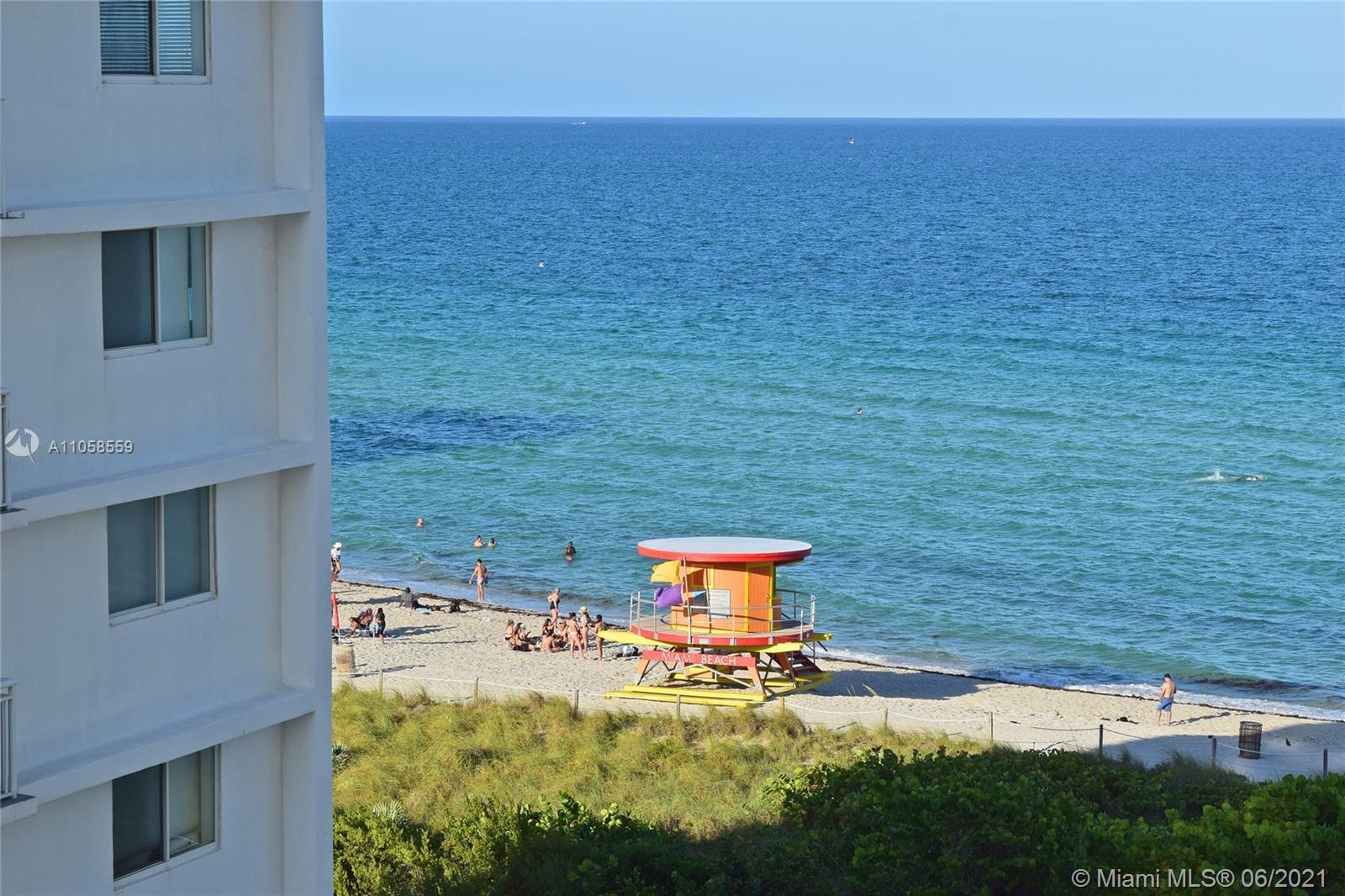 Spacious 1B/1.5B at The Collins, a classic on the Beach projected by Morris Lapidus on the 60's and