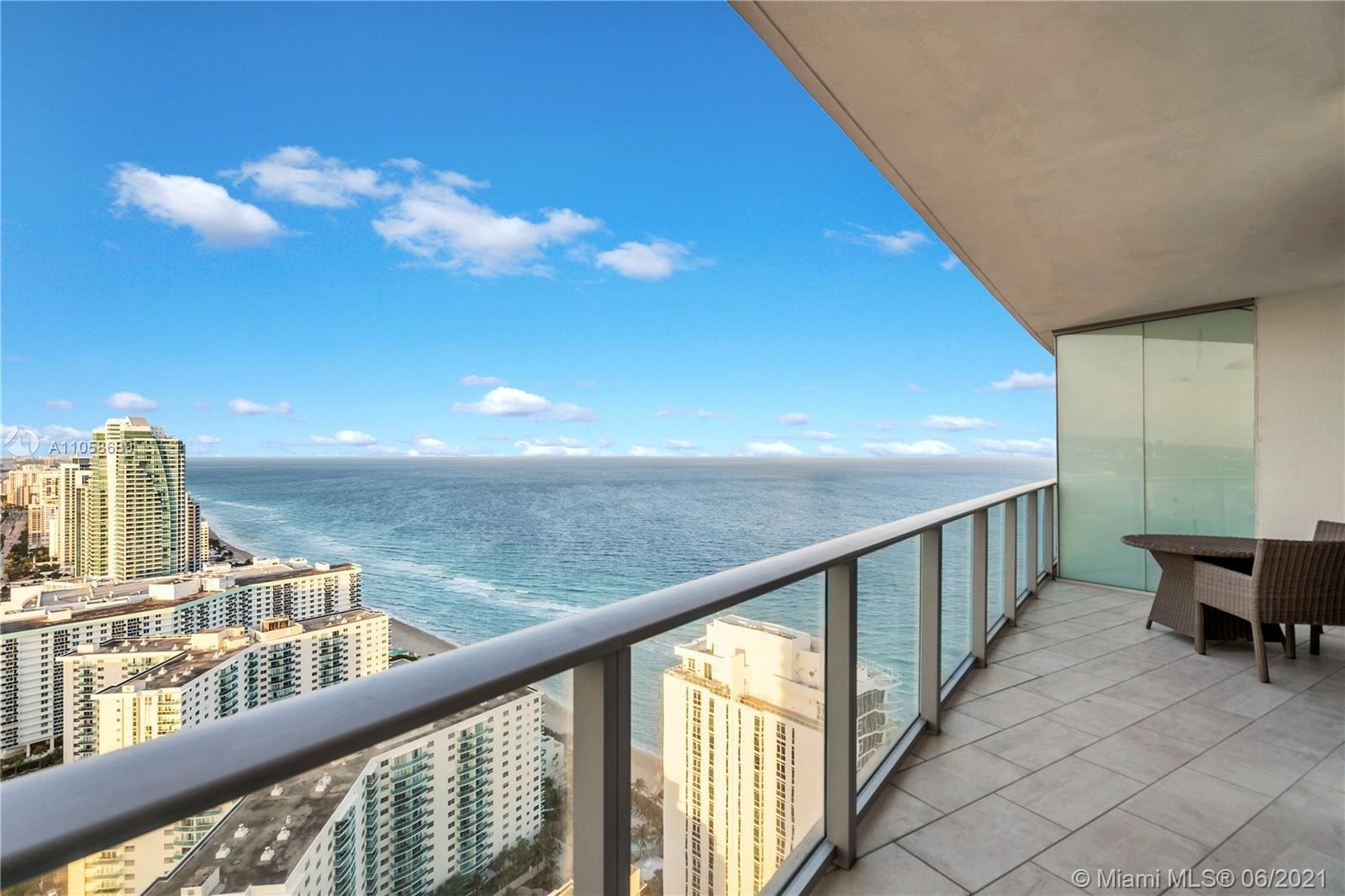 Luxury vacation condo in the ocean, Large balcony overlooking the Ocean and the amazing skyline with