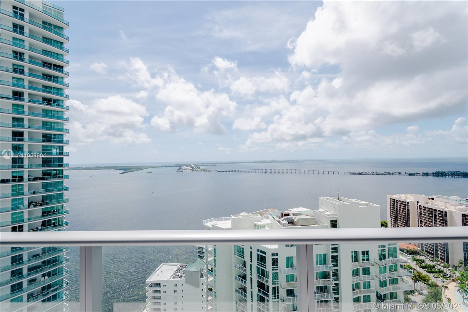 WATER VIEW THROUGHOUT THE APARTMENT! Beautiful condo 2+den and 2 bathrooms. White Porcelain flooring