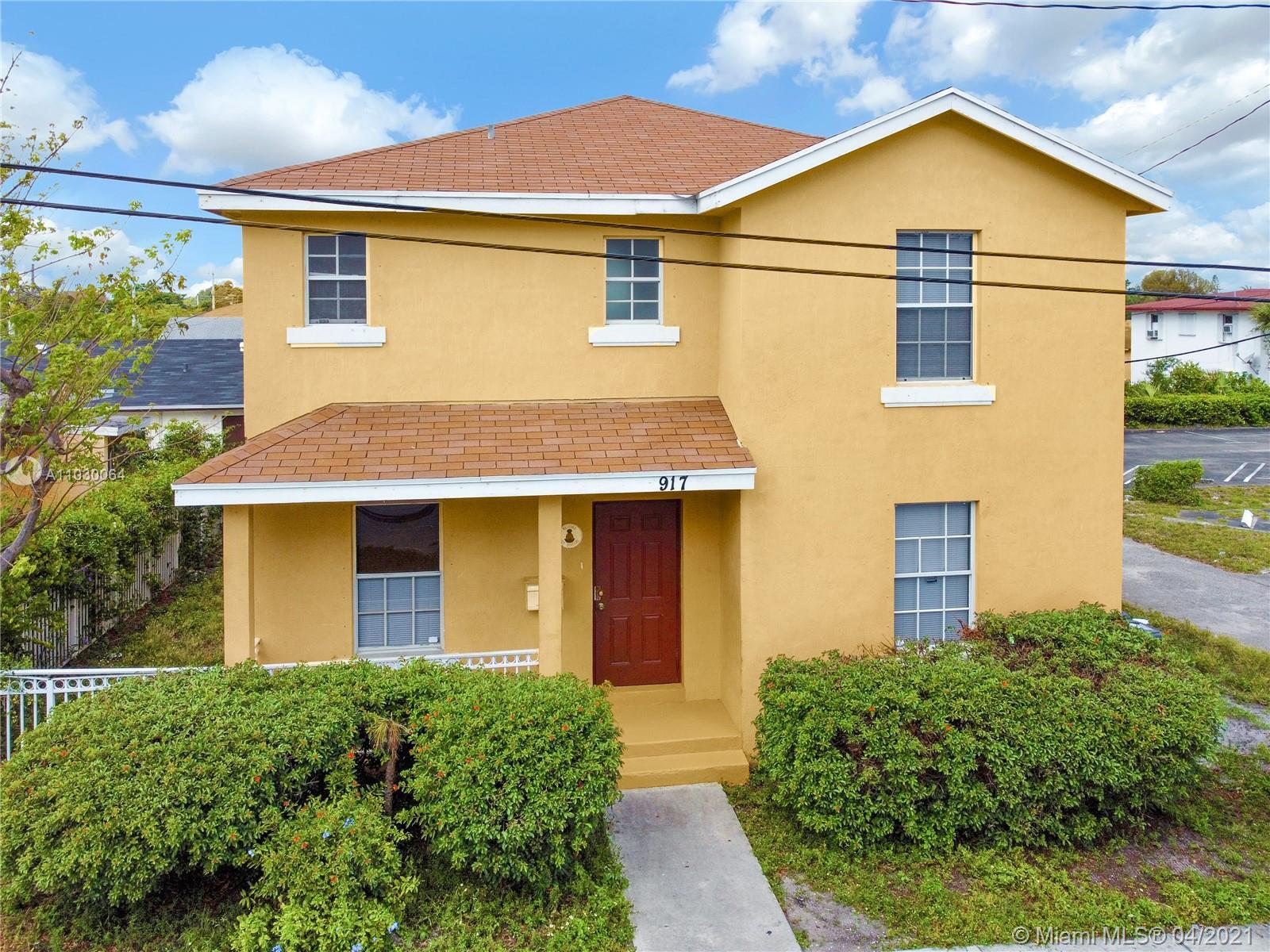 MUST SEE! BUYER FINANCE FELT THRU.  newer construction in the History district of West Palm Beach. N