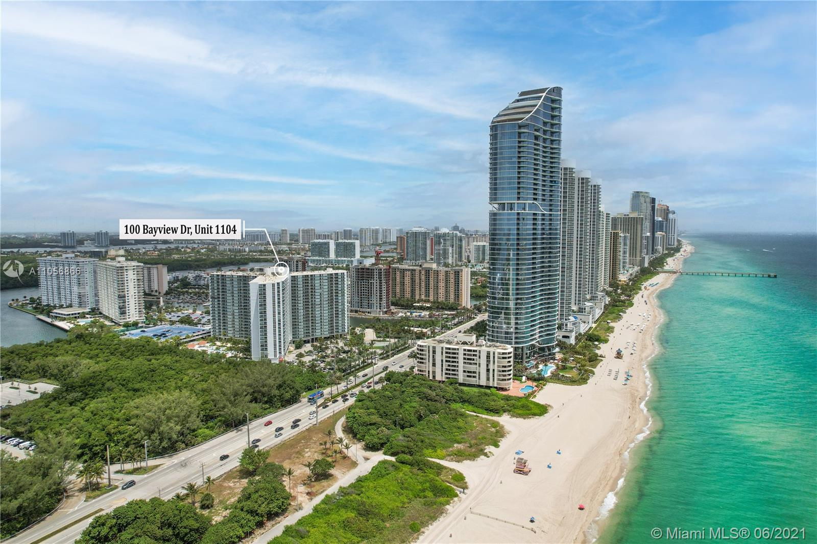 Beautiful & remodeled 2/2 condo located across the beach at the exclusive Ritz Carlton Hotel. Enjoy