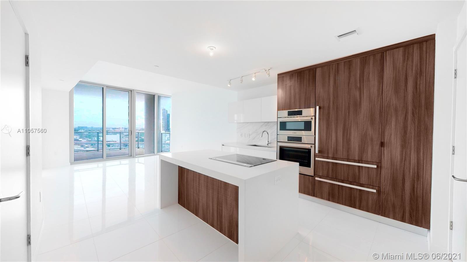 Beautiful and spacious unit in the most desirable building, Paramount Miami World Center. Top-of-th