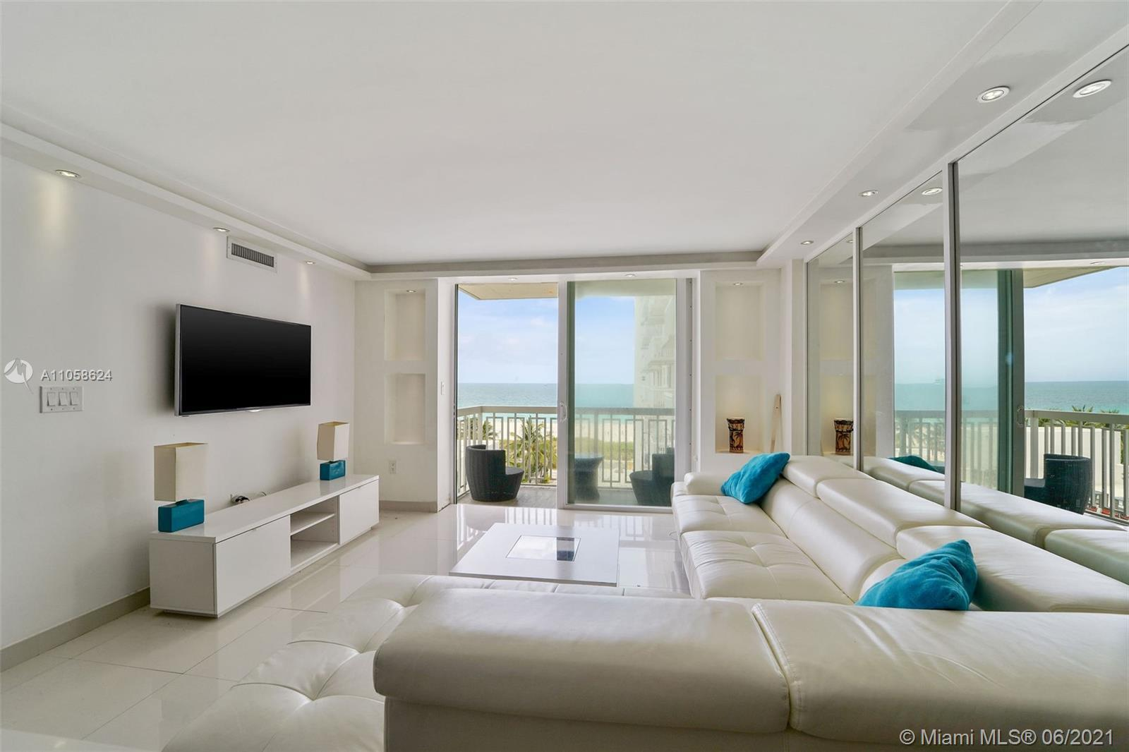 The perfect Pied-à-Terre! This is everything you've been Looking for! A perfect 2 bed/2 bath, South