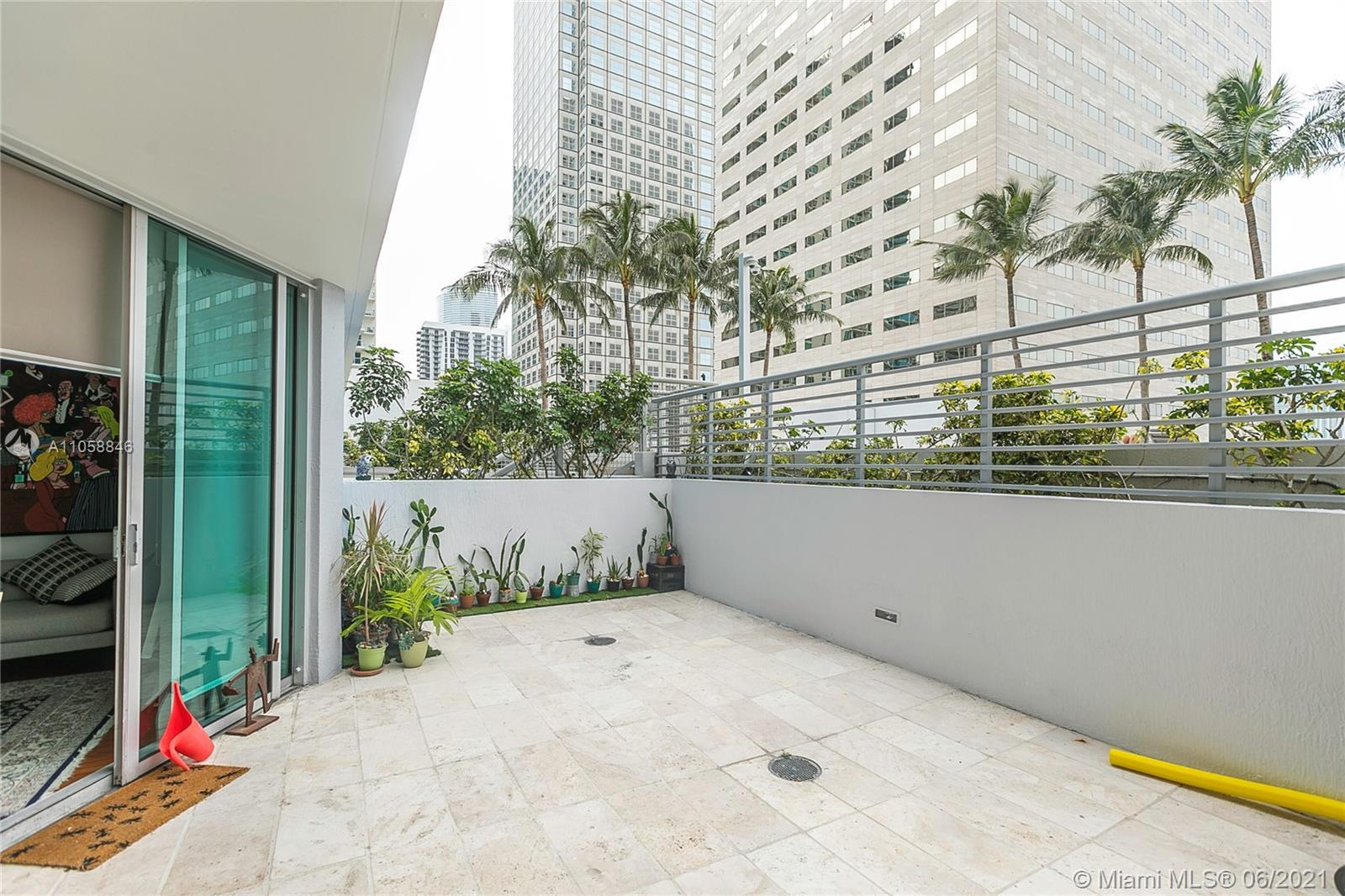 PRICE TO SALE. LOWEST PRICE IN THE BUILDING. UNIT FEATURES WOOD FLOORS, SPACIOUS ONE BEDROOM CONDO W