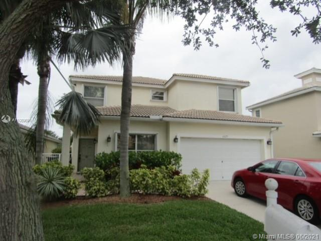Spacious & Beautiful Single Family Home in Lantern Key. Full Bedroom, Bathroom & Den on the First Fl