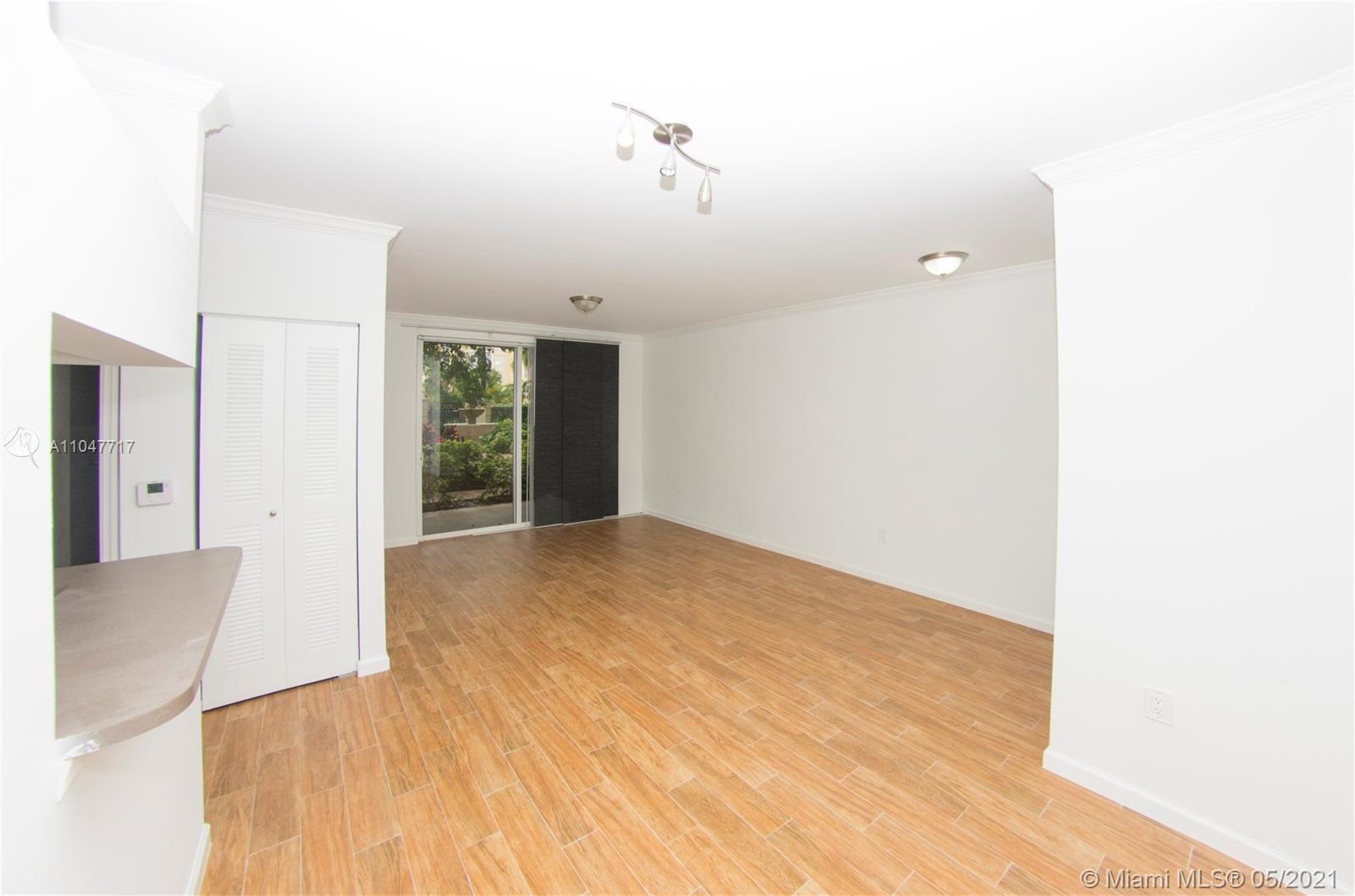 LARGE/SMALL PET-FRIENDLY (Any size) 1/1 GROUND FLOOR CONDO WITH A BEAUTIFUL COURTYARD ENTRANCE, VIEW