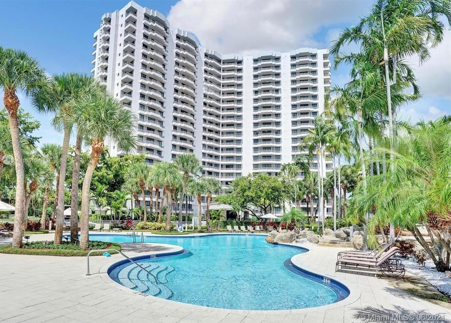 Corner Unit with split bedroom floor plan and golf course view. Enjoy the Miami sunrises from every