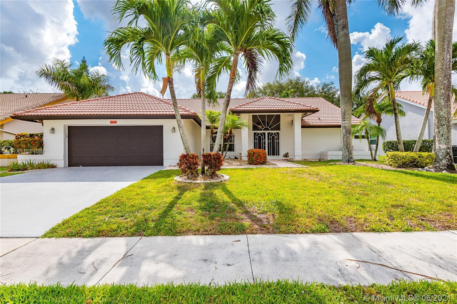 Exquisite home sitting on a quiet community of Lakeview Estates 3 bedrooms/2baths,  2 car garage, re