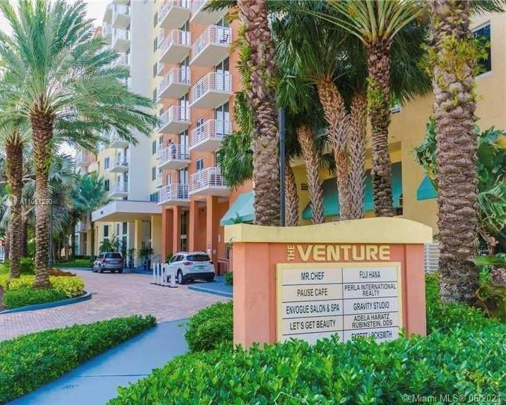 Excellent investors opportunity in the heart of Aventura! Highly desirable building, walking distanc