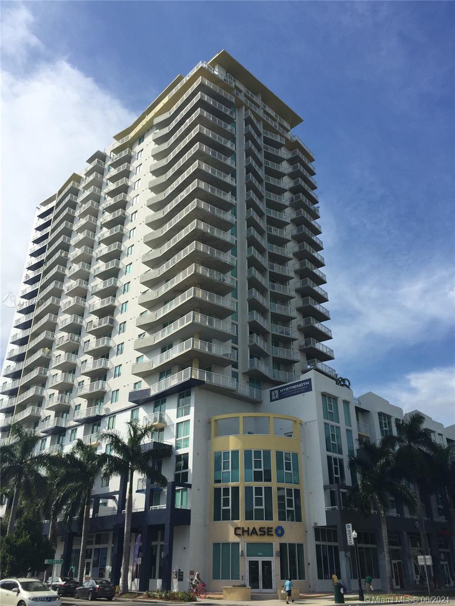 LOCATION!!! 2/2 IN THE HEART OF DOWNTOWN, SPLIT FLOOR PLAN, NEW WOOD LAMINATE FLOOR, CLOSE TO AMERIC