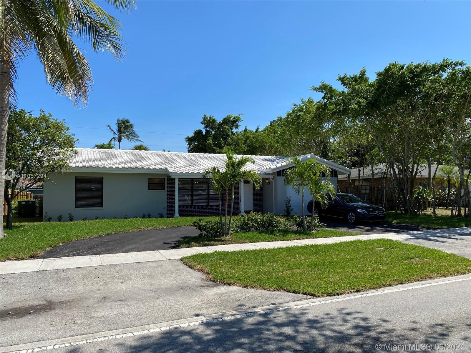 Luminous elegant remodeled one story single family home with 3 bedroom and 3 bathroom. Two master be