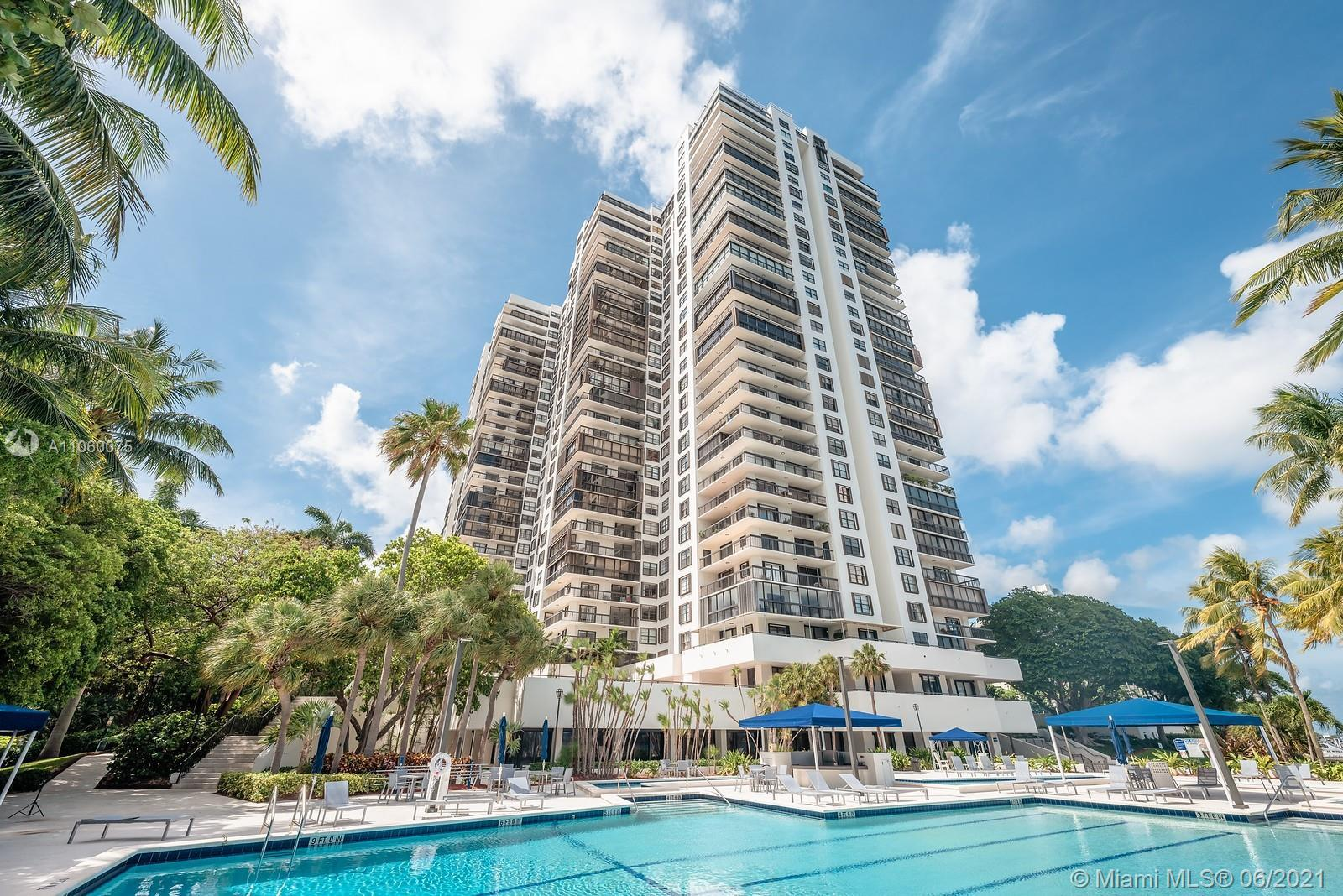 Fantastic opportunity in the Best waterfront location in desirable Brickell Avenue. Resort Style Bui