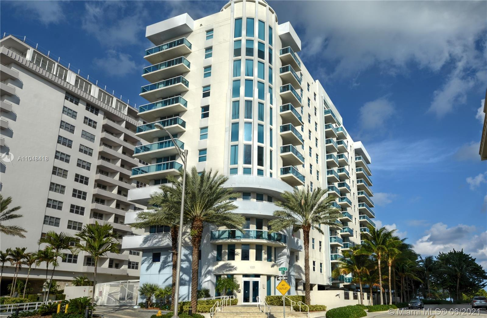 Amazing apartment w ocean view, all furniture best location.