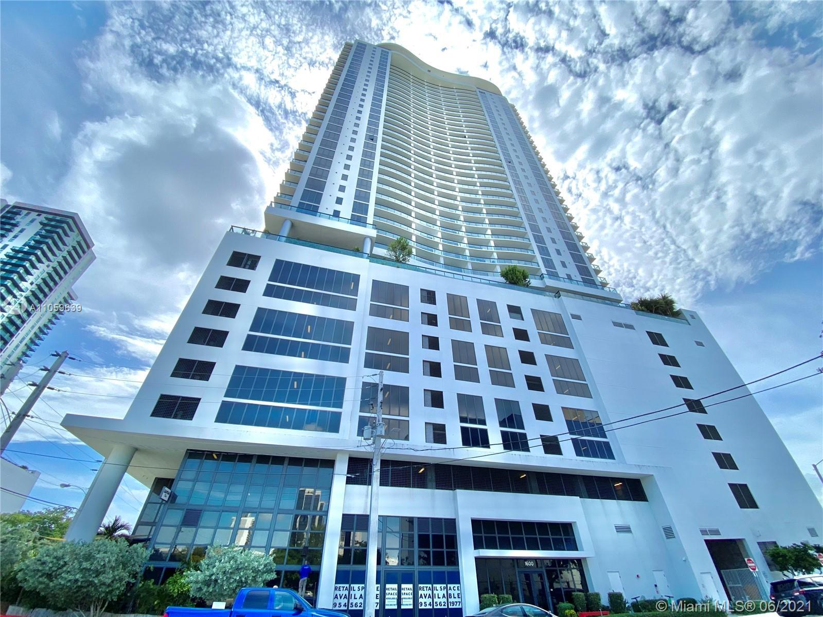 For sale 1 bedroom, 1 dent, 1.5 bath, luxury Residence located in Canvas Condo. Strategically locat