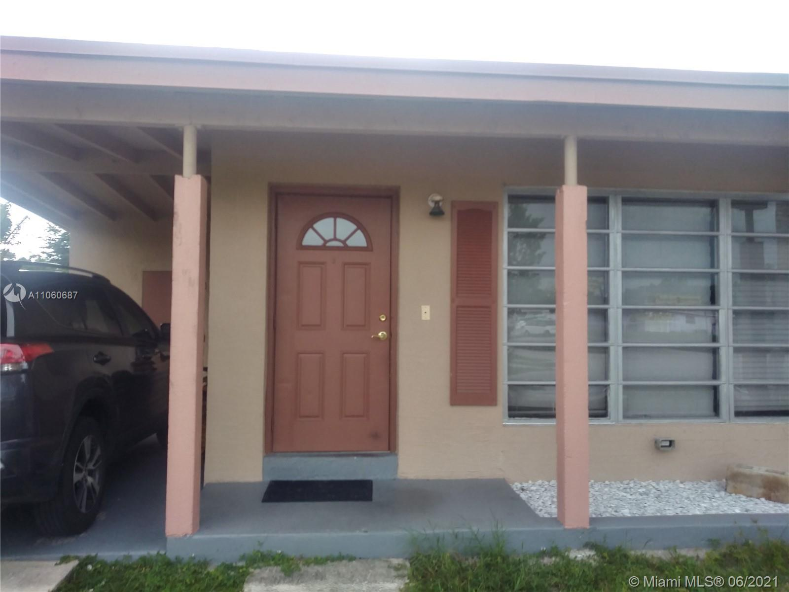 Great home in pompano near US1, 2/1 plus a den. Property is occupied by the Owner. Kitchen has gran