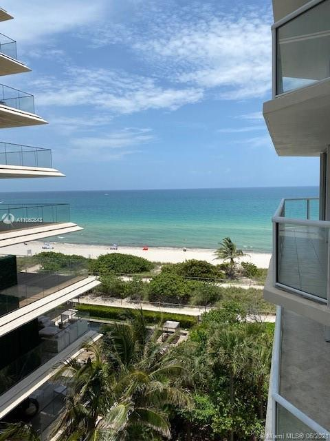 Beautiful 2b/2b  unit with a very convenient layout allows you to enjoy living by the ocean, each ro