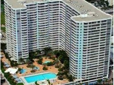 Great 2 bedroom 2 bathrooms unit with split plan , laminate flooring , washer and dryer inside , 2 a