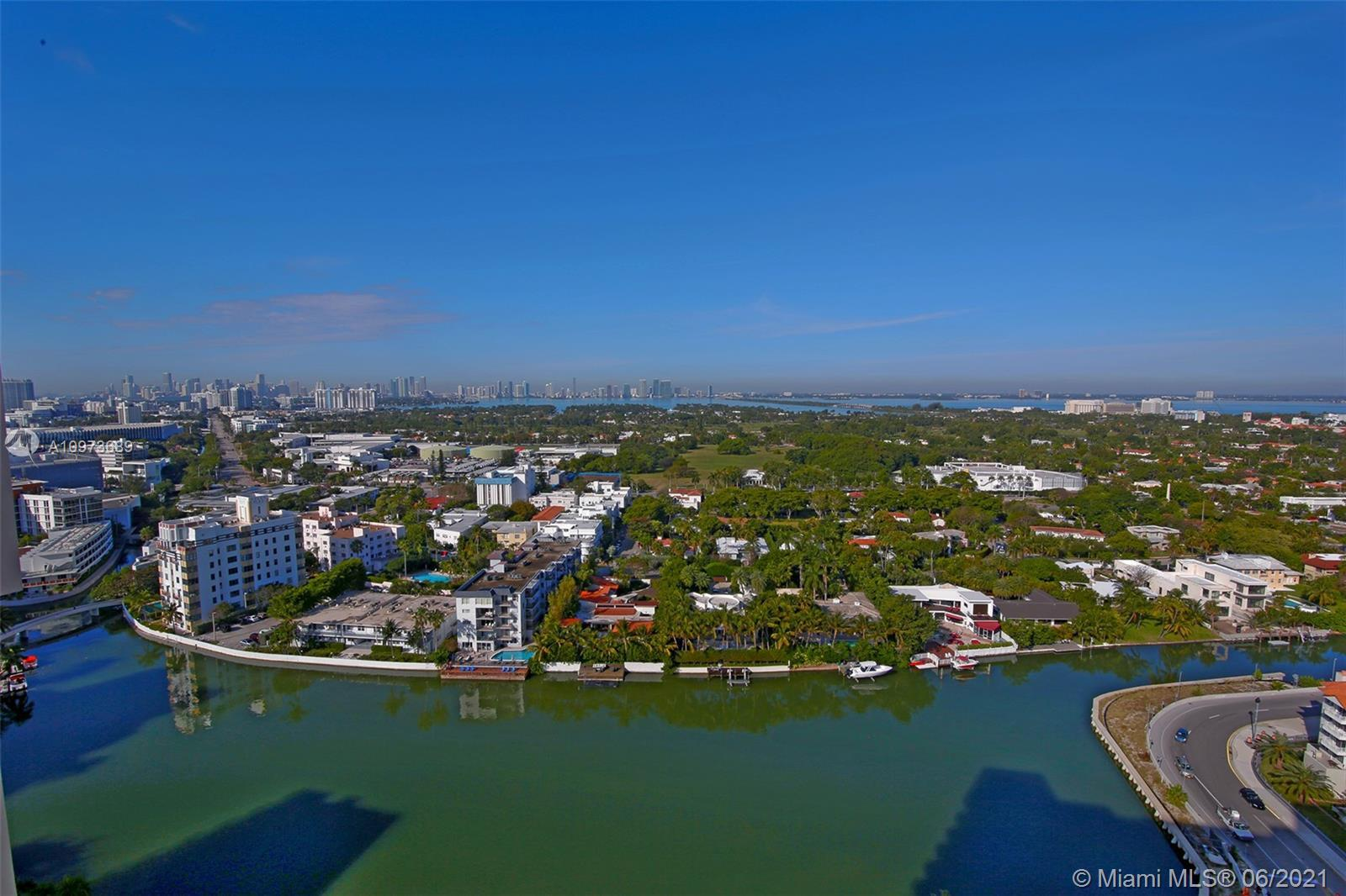 RARELY ON THE MRKET PENTHOUSE WITH GREAT VIEWS OF THE MIAMI SKYLINE AND BISCAYNE BAY. 2/2 IN OCEAN F