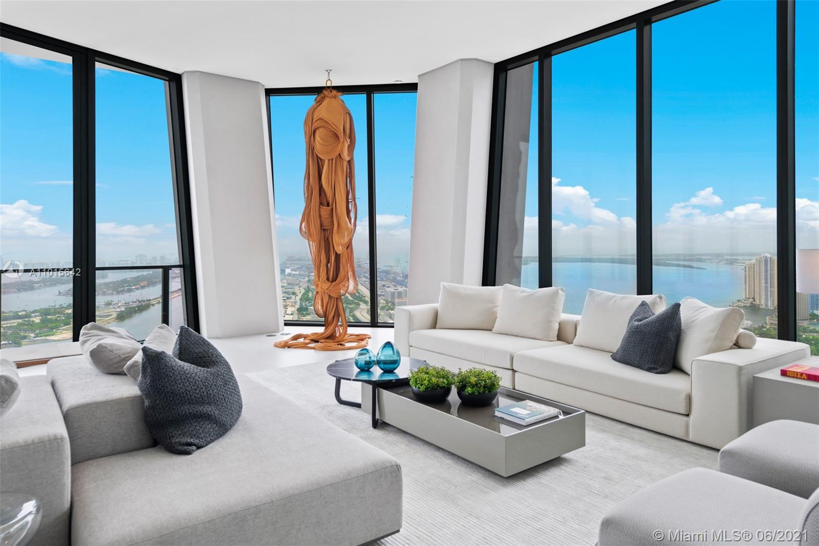 When only the best will do. The only turn key ready, full floor Penthouse in a renowned Zaha designe