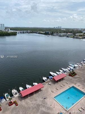best loction walk to sunny isles beach great size unit all ameneties include in maintenace final spe
