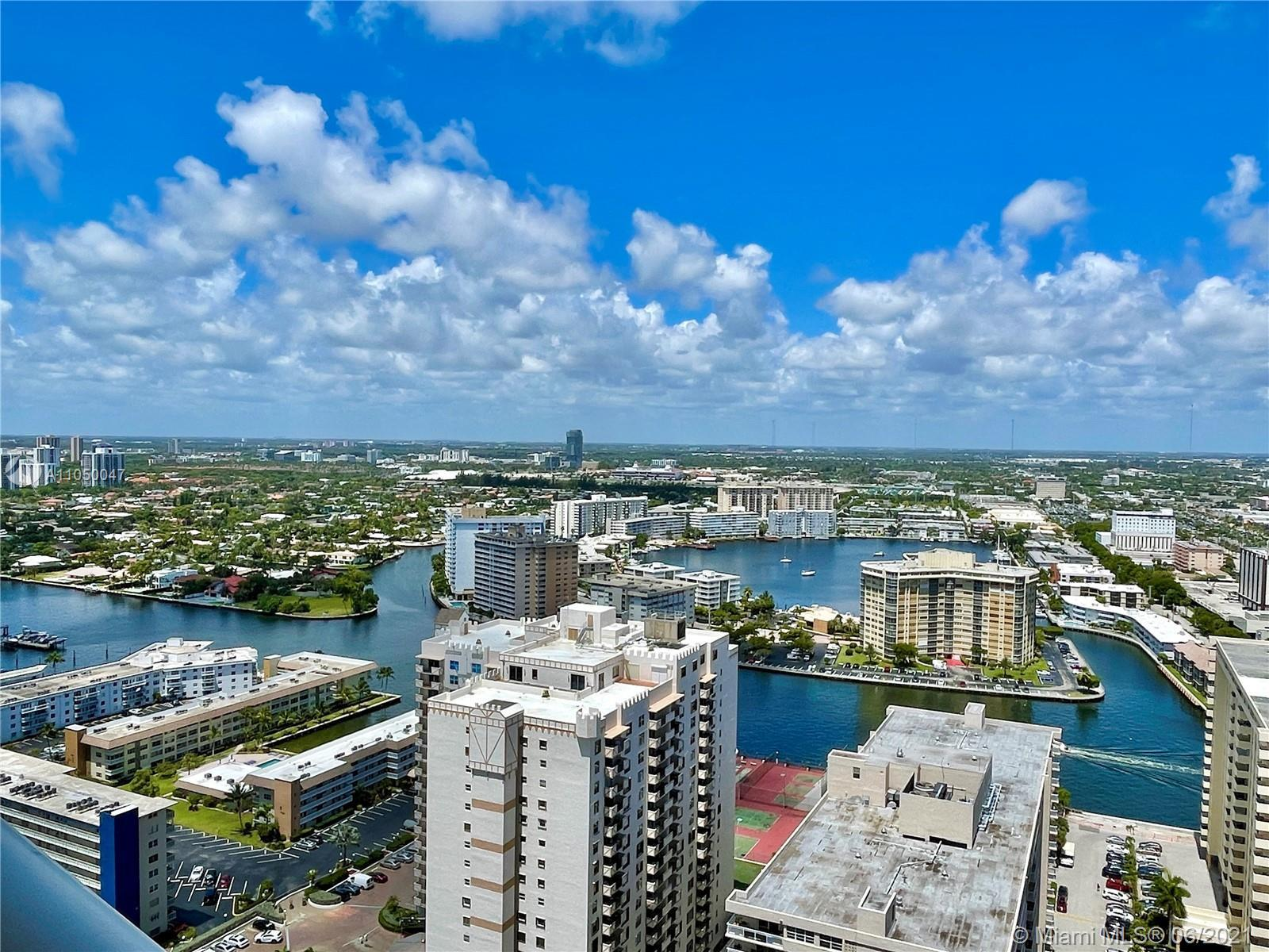 Beautiful oceanfront 3 bedroom (3rd bedroom is a den) 3 Bath unit with spectacular city and intracoa
