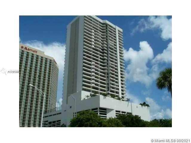 Beautiful penthouse in Venetian Condominium. This penthouse has 1 bedroom and 1.5 baths. Building ha