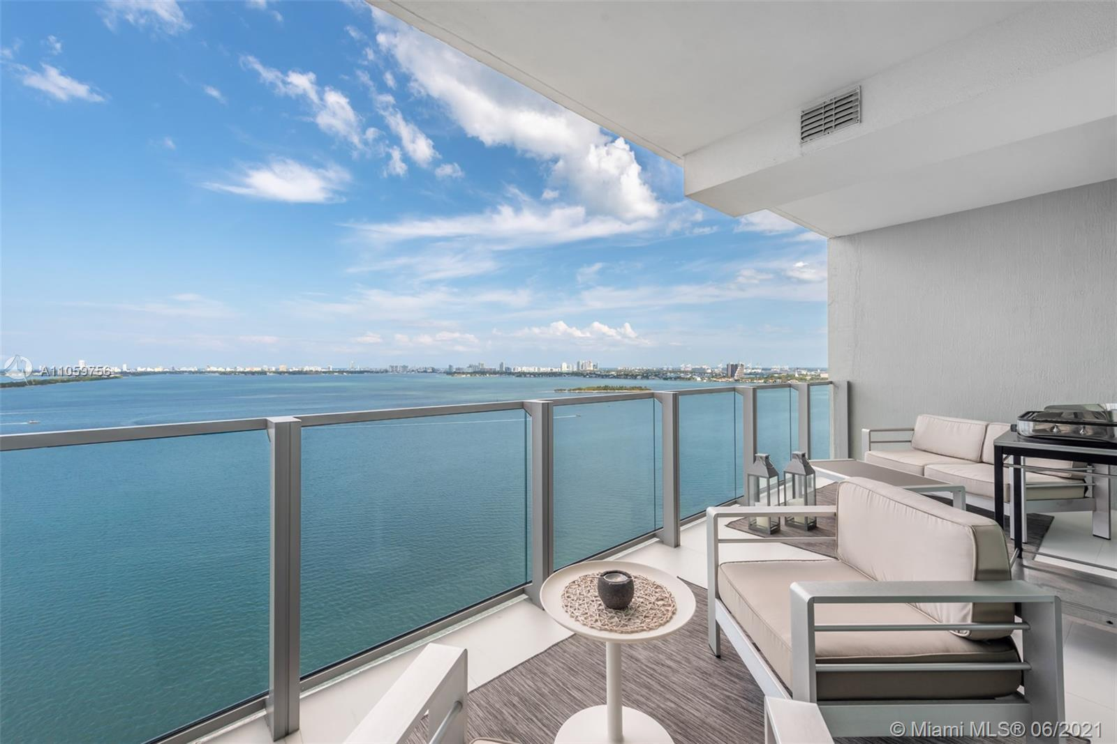 Spectacular high floor 2 bedrooms plus den, 3 baths with unobstructed views of the Biscayne Bay, Mia