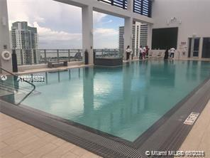 INVESTOR OPPORTUNITY. LUXURY LOFT STYLE CONDO IN DOWNTOWN MIAMI. 1/1 OPEN SPACE UNIT, 10 ' HIGH CEIL