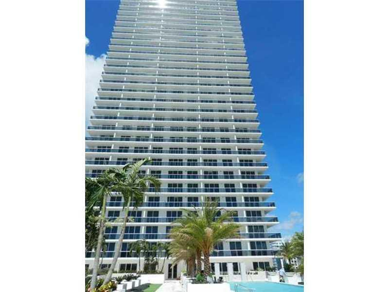 Beautiful, direct Bayviews from this spacious and comfortable 3 BED/3 BATH condo,  complete with Ita