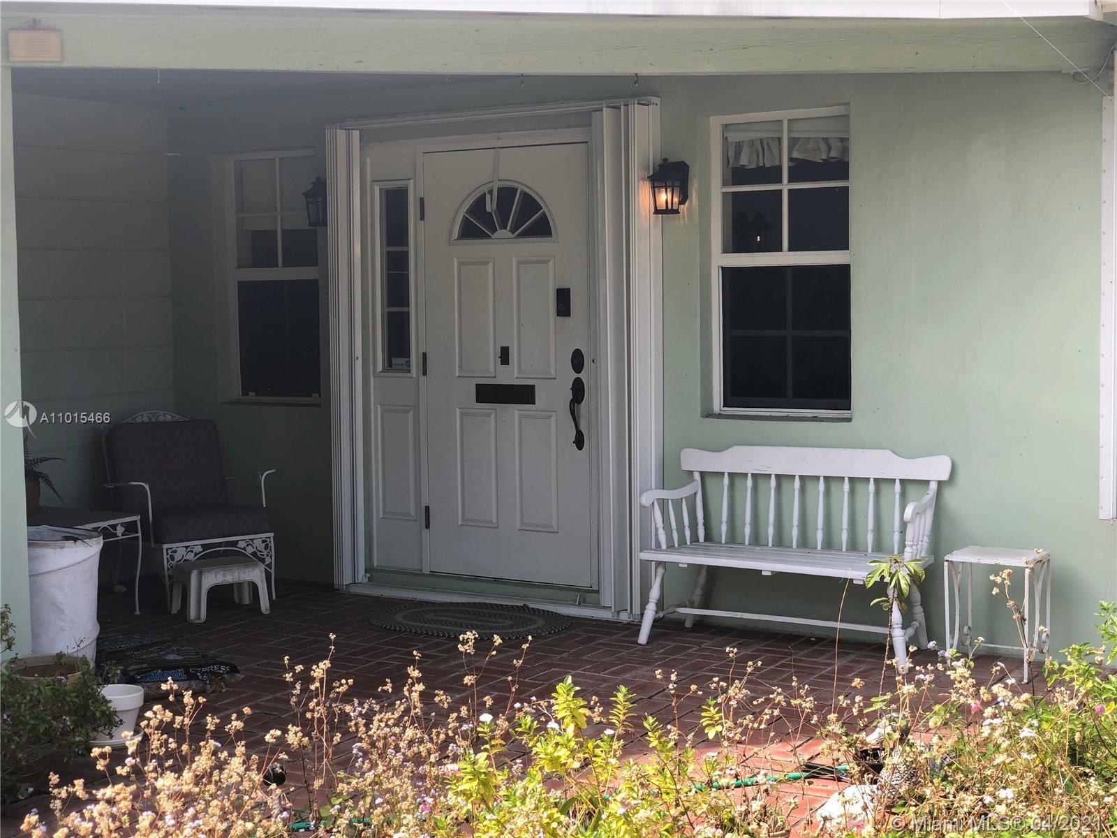 Beautiful Neighborhood! 3 Bed 2 Bath Single Family House with Attached Garage on quiet neighborhood