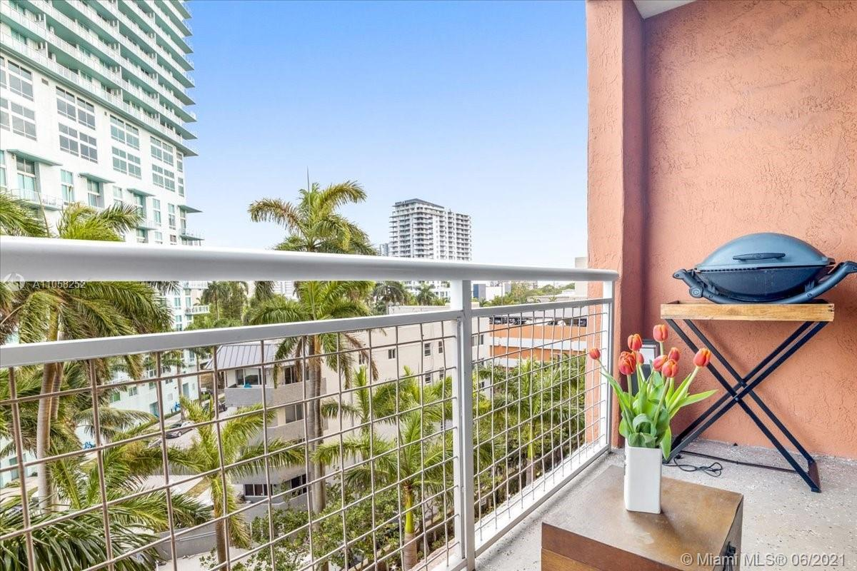 Don't miss the opportunity to see this beautiful unit located in Miami East Edgewater.    Enjoy the